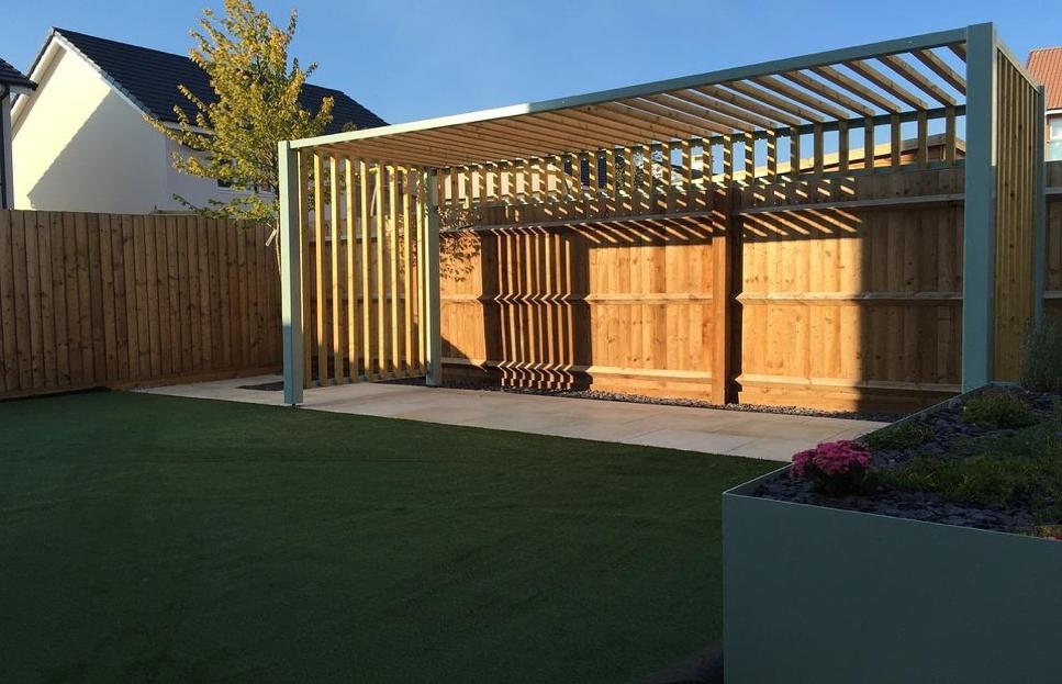 Pergola en bois pour apporter de l'ombre à une terrasse